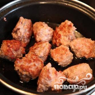 Тефтели с грибным соусом и картофелем по-деревенски - фото шаг 1