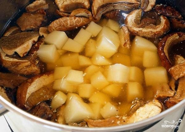 Грибной суп-пюре из сушеных грибов - фото шаг 5