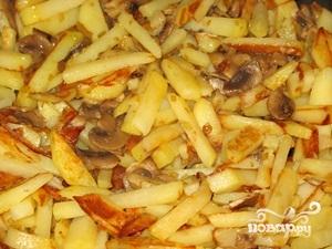 Жареная картошка с шампиньонами - фото шаг 7