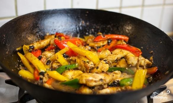 Курица с овощами в воке - фото шаг 7