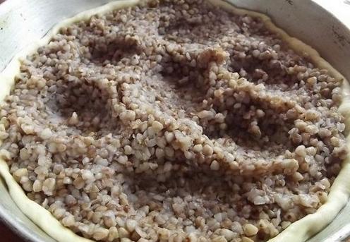 Заливной пирог с рыбной консервой - фото шаг 3