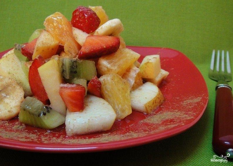 Сладкий салат из фруктов