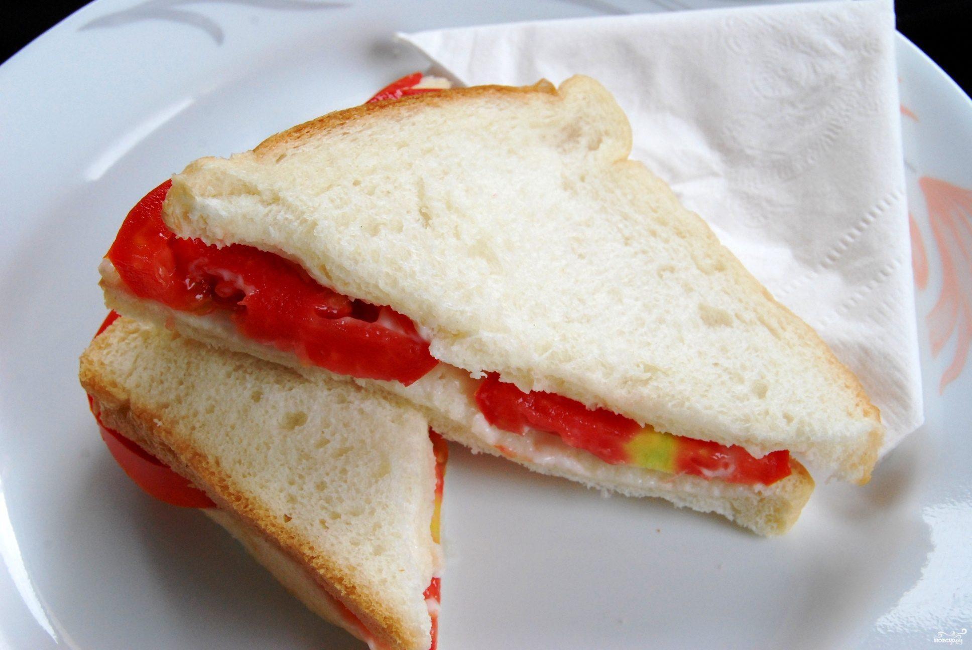 Бутерброд с помидорами