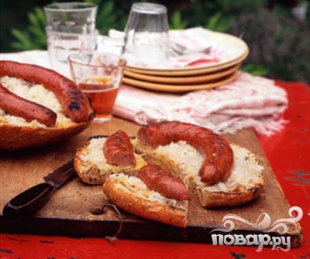 Рецепт Бутерброды с сосисками и квашеной капустой