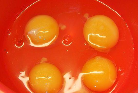Яичница с яблоками - фото шаг 3
