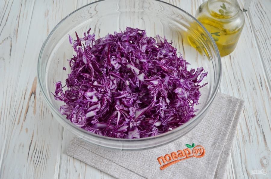 Очищающий салат из краснокачанной капусты