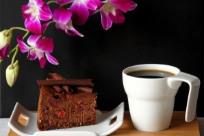 Шоколадный чизкейк с вишней
