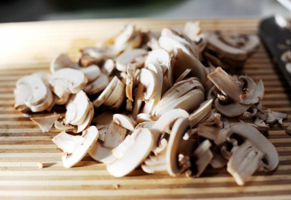 Отбивные с грибами - фото шаг 6