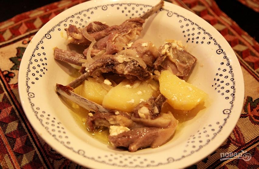 Бараньи ребрышки в духовке с картошкой - фото шаг 4