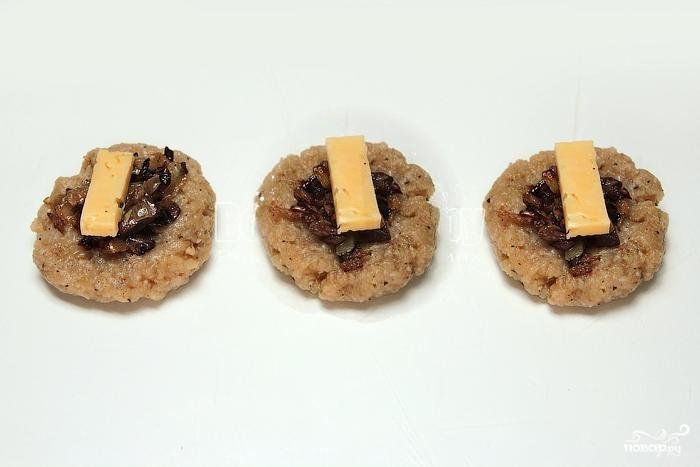 Котлеты с грибами и сыром - фото шаг 9