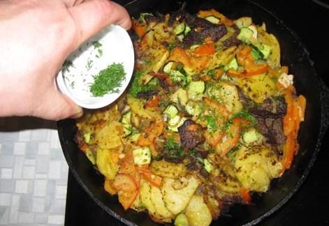 Жареная говядина с картошкой - фото шаг 19