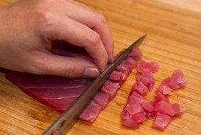 Суши с тунцом - фото шаг 2