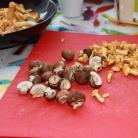 Рецепт Легкий салат с лисичками и шампиньонами