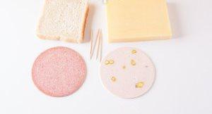 Рецепт Канапе с сыром и колбасой
