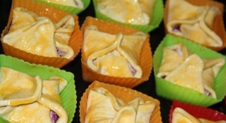 Слоёные корзиночки с творожно-ягодной начинкой - фото шаг 4