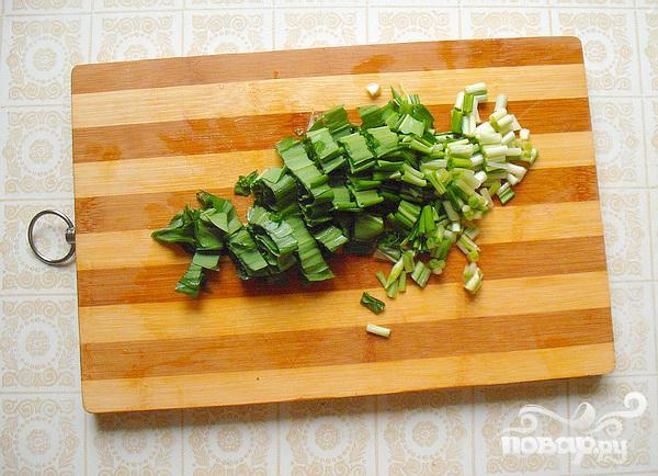 Весенний салат с черемшой и маринованными кабачками - фото шаг 5