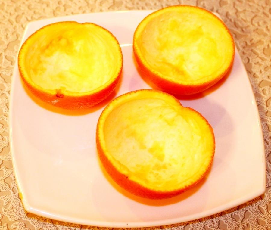 Салат из креветок в апельсиновых чашечках. - фото шаг 1