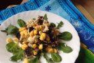 Салат из сухариков и кукурузы