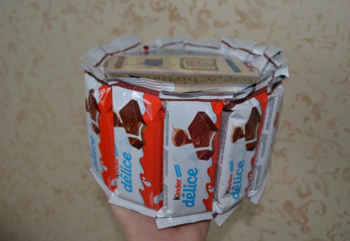Торт из конфет на день рождения мальчику - фото шаг 8