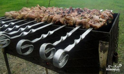 Шашлык из свинины в минералке - фото шаг 9