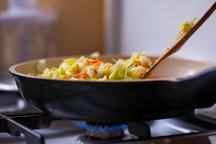 Суп с сельдереем и овощами - фото шаг 3