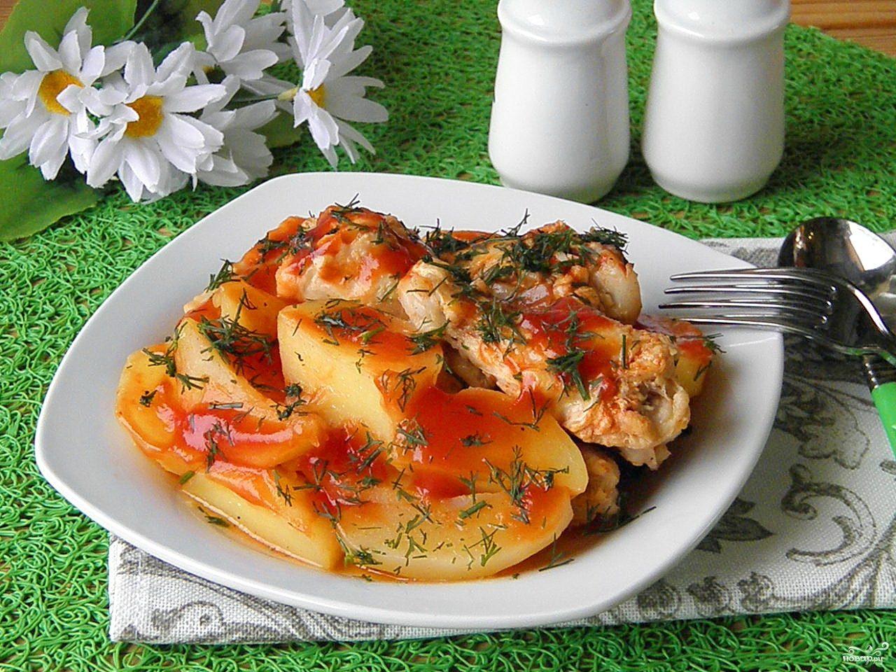 Соус с курицей и картошкой