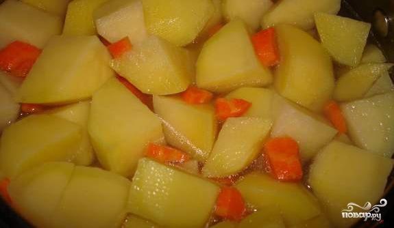 Картофель с копчеными ребрышками - фото шаг 6