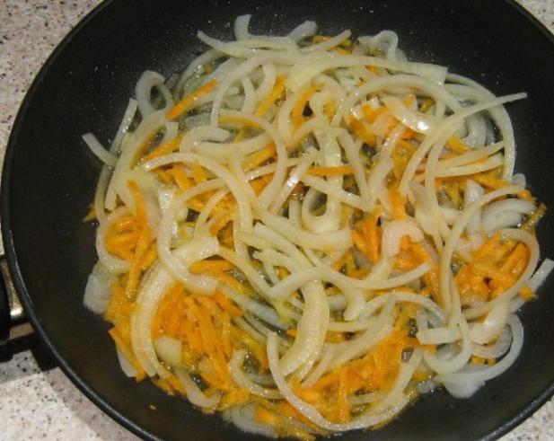 Пангасиус, тушеный с овощами - фото шаг 2