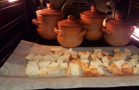 Луковый суп в горшочках - фото шаг 3
