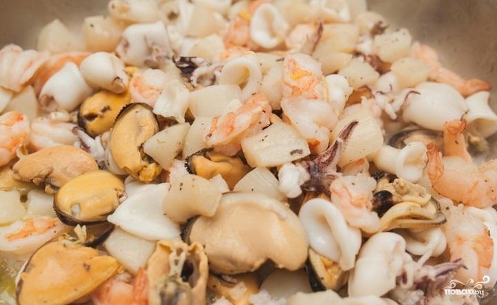 Паэлья с морепродуктами и курицей - фото шаг 3