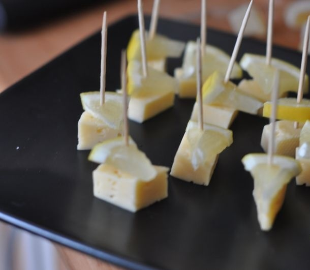 Канапе с сыром и оливками - фото шаг 2