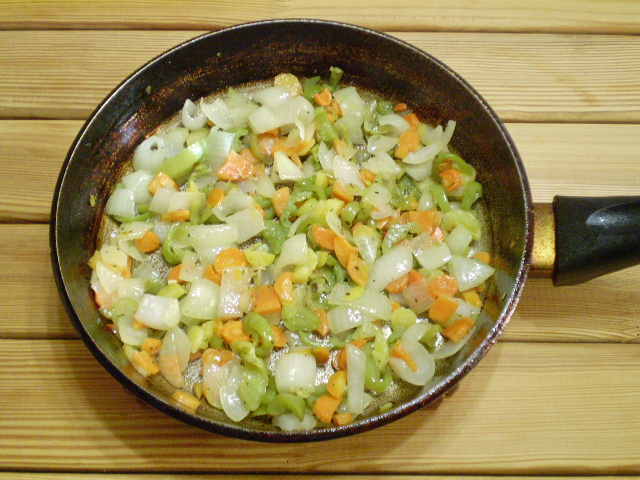 Жареная рыба с овощами - фото шаг 6