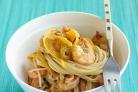Спагетти с креветками и овощами