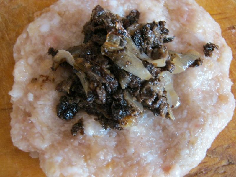 Зразы с грибами в духовке - фото шаг 2
