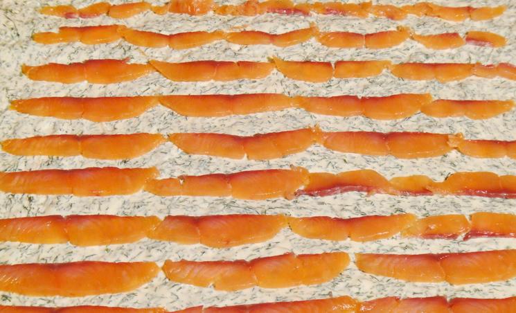 Лаваш, фаршированный красной рыбой - фото шаг 4