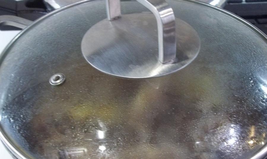 Утка, жаренная кусочками на сковороде - фото шаг 6