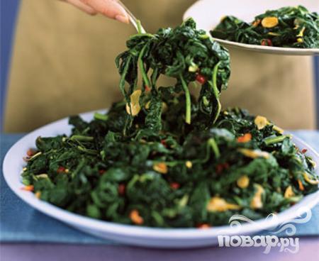 Салат из шпината и зелени