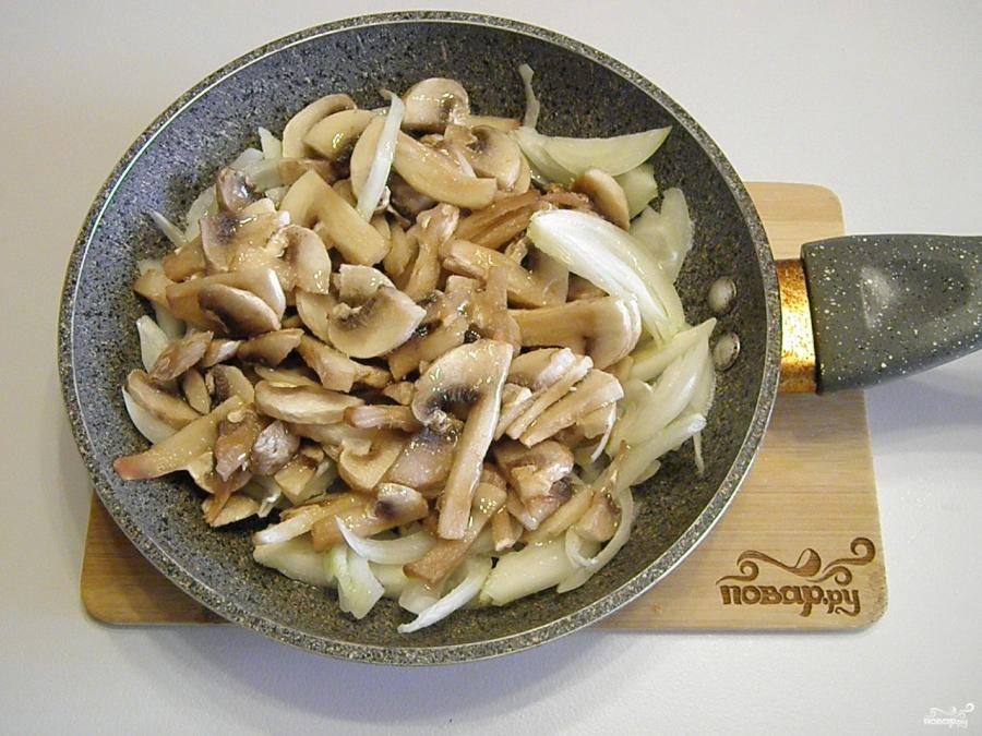 Салат с шампиньонами и куриной грудкой - фото шаг 1
