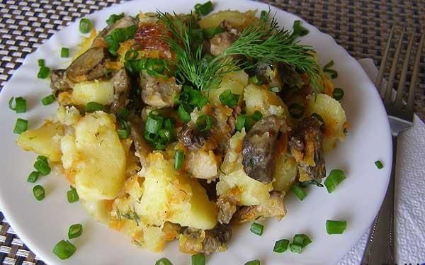 Тушеный картофель с замороженными грибами - фото шаг 7