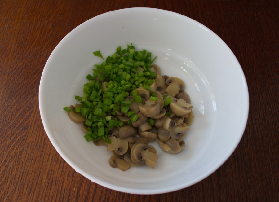 Салат с шампиньонами и сыром - фото шаг 2