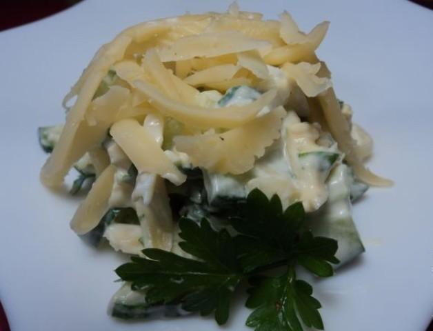 Салат из огурцов и сыра - фото шаг 6