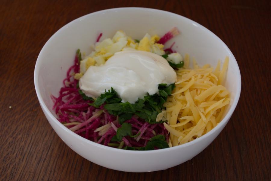 Салат с сыром и орехами - фото шаг 5