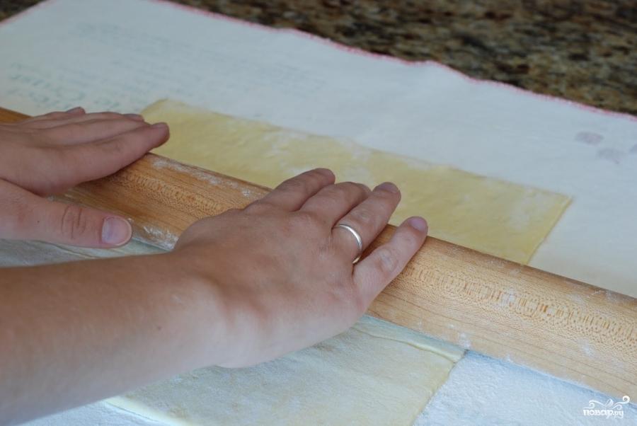 Рецепт Пирог из слоеного теста с помидорами и базиликом