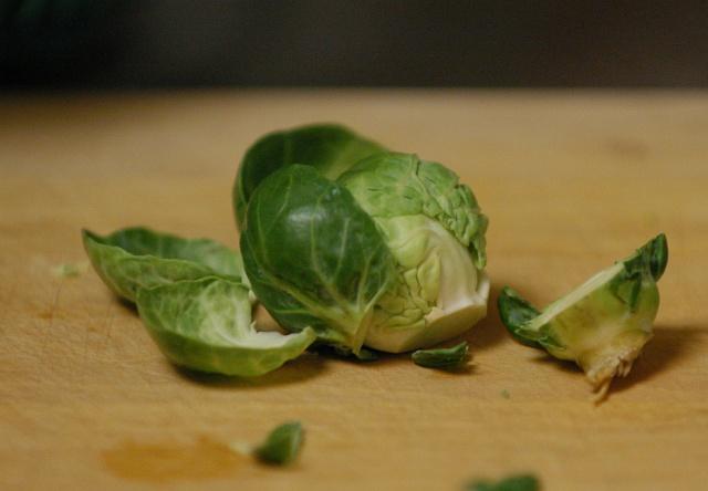 Тушеная брюссельская капуста - фото шаг 2