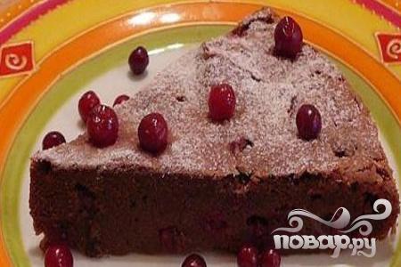 Шоколадный пирог с брусникой