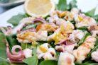 Салат с рукколой и кальмарами