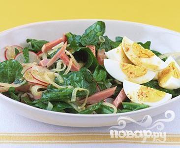 Рецепт Салат из шпината с ветчиной и яйцами