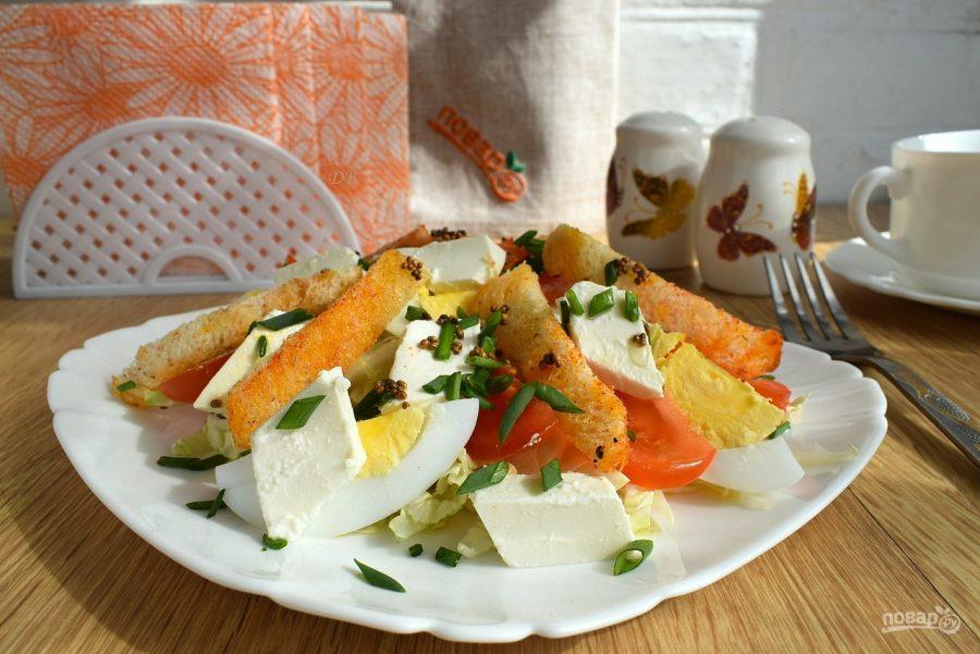 Ингредиенты для «салат с чесночными гренками» рецепт «салат с чесночными гренками»: свёколку нарезаем кубиком, заправляем растительным маслом.