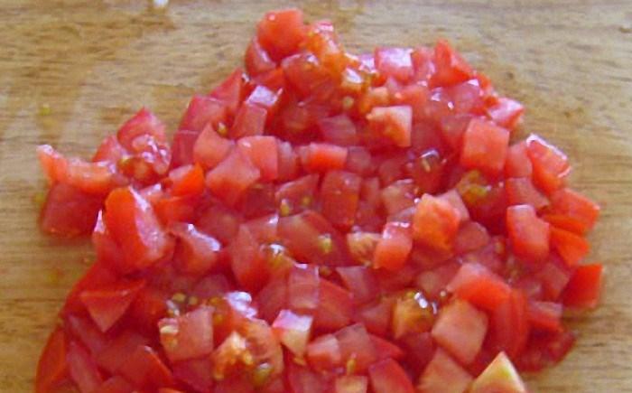 Омлет с луком и помидорами - фото шаг 3