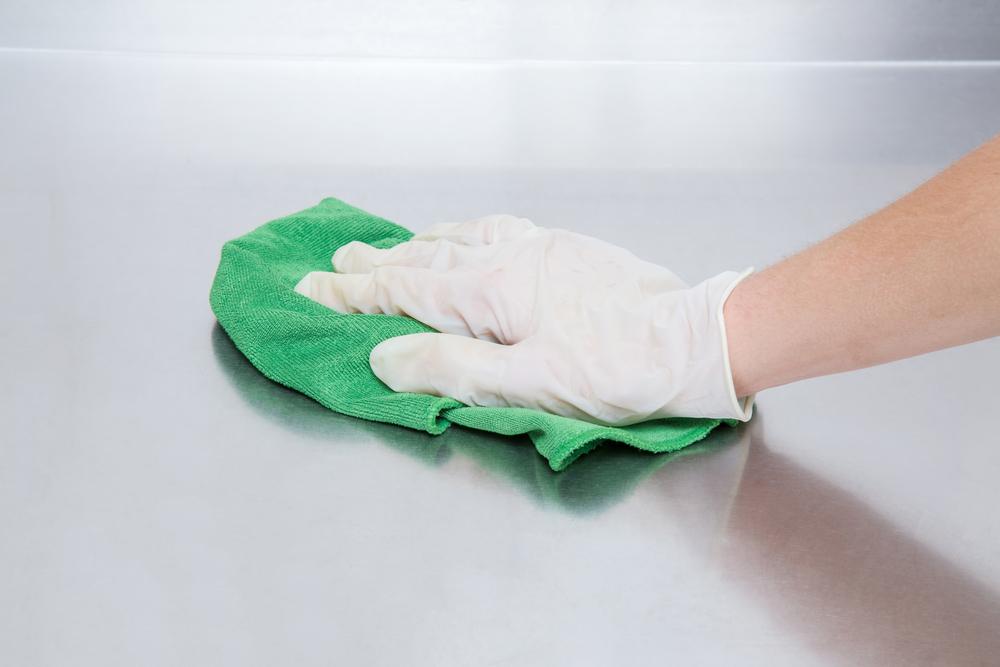 При уборке и использовании чистящих средств работайте в перчатках!